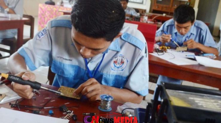 Lulusan SMK mending bisnis atau kerja